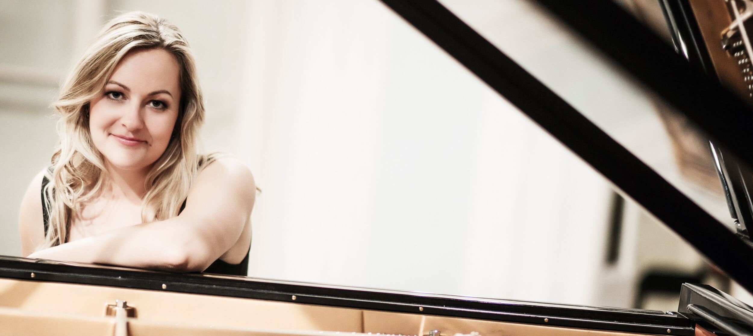 Daria Tschaikowskaja vor dem Klavier